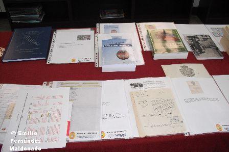 Libros donados por Carlos Liarte y los socios Prieto Barrio y Blanco Lorenzo. Documentación diversa donada por Manuel Giménez,